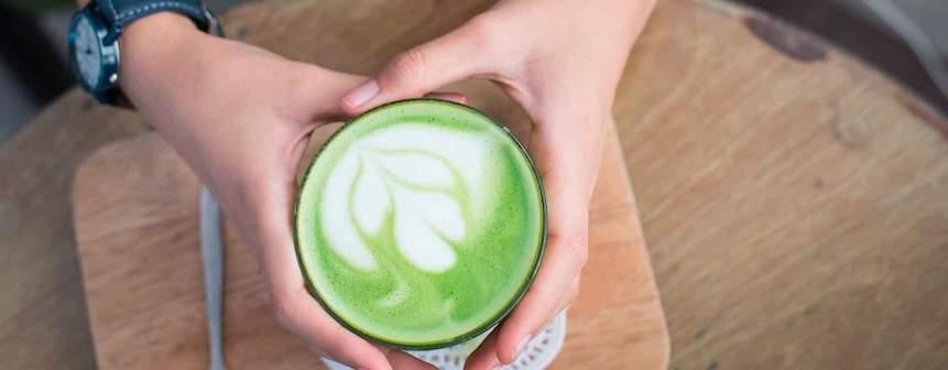Millennials: ¿por qué el té y las infusiones son algunas de sus bebidas favoritas?